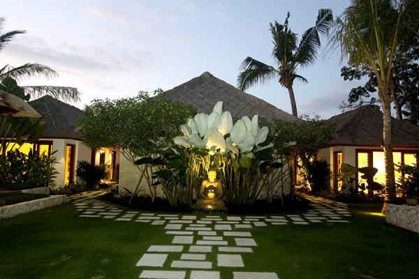 Villa Pantai is a calm and relaxed beach resort on Nusa Lembongan, Bali
