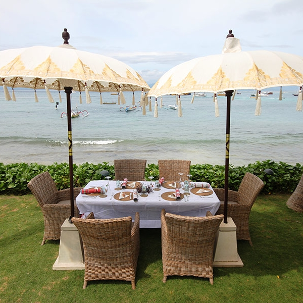Our staff can set up beachside dining for you