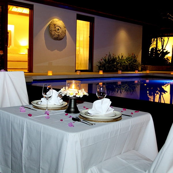 Romantic dining next to the pool