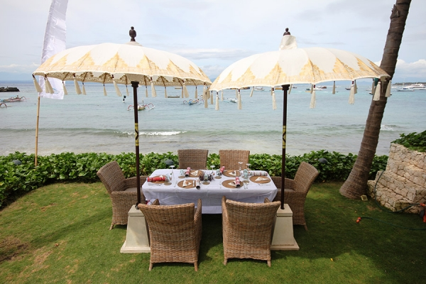 At Villa Pantai you can feast on authentic Indonesian cuisine cooked by your own private chef.