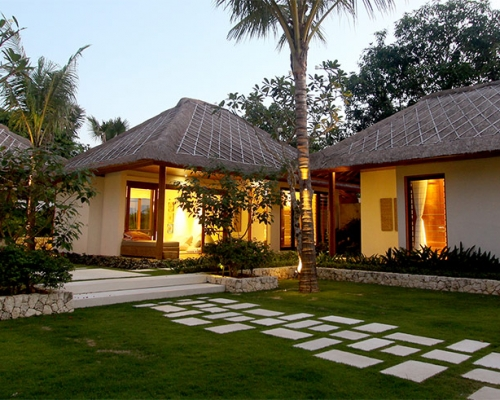 Escape to paradise and experience a luxurious island hideaway at Villa Pantai.