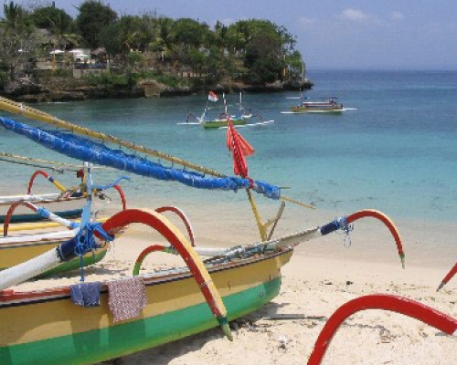 Enjoy the stunning beaches of Nusa Lembongan