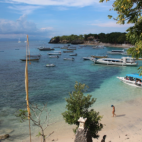 The Nusa Lembongan beaches feature clear blue water and white sand