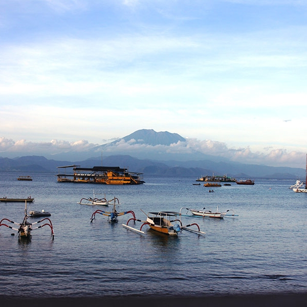 From the beaches of Nusa Lembongan you have Panoramic views of Mt Agung