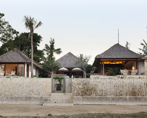 Villa Pantai's surrounding area has many coastal paths that are perfect for discovering the island of Nusa Lembongan.