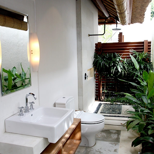 Outdoor bathroom for the Bunk Beds