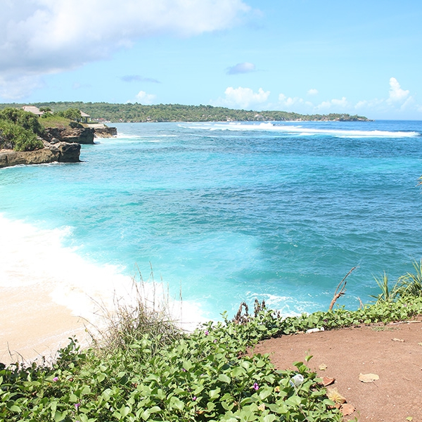 Just outside the villa's doorstep is the Nusa Lembongan beach and the azure blue waters.