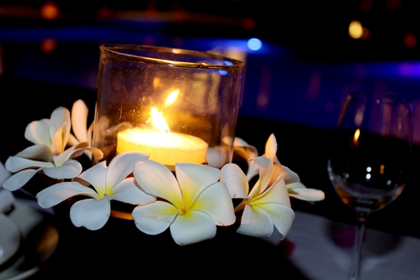 Enjoy the bali nights via a romantic poolside dinner